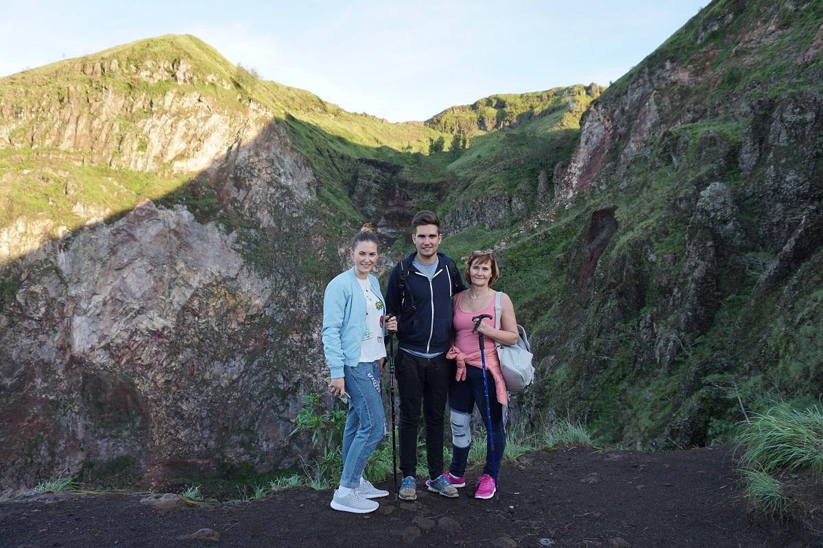 Mami, Patrick und ich vor dem Krater