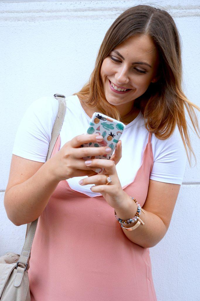 rosa-kleid-mango-shirt-sneakers-outfit-fashionblogger-köln-ffranzy-fashionforffranzy-caseapp