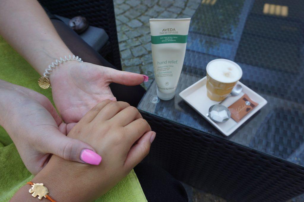 aveda-handpflege-naturkosmetik-day-spa-friseure-wiehl-friseur-ffranzy-handmassage